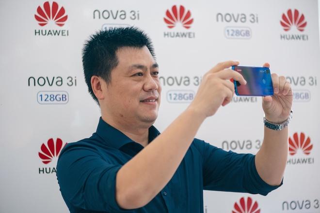 Huawei vuot nhieu 'ong lon', dung thu 2 thi truong smartphone toan cau hinh anh 2