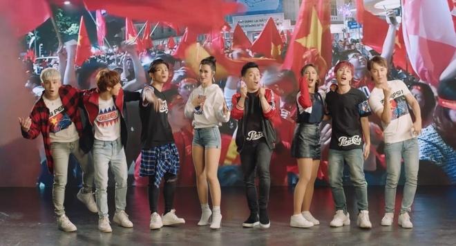 Lam Truong khoac ao moi cho MV 15 nam tuoi 'Khat khao hon' hinh anh 2