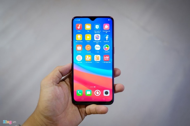 Oppo F9 man hinh giot nuoc, gia duoi 8 trieu dong hinh anh
