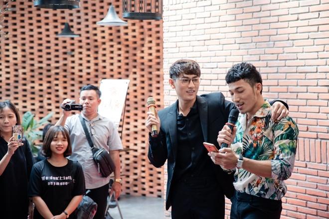 Isaac va Lien Binh Phat bat mi hau truong 'Song Lang' hinh anh 2