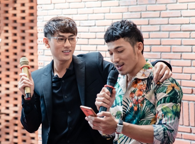 Isaac va Lien Binh Phat bat mi hau truong 'Song Lang' hinh anh