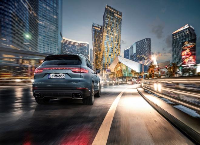 Porsche Cayenne the he moi: Thong minh hon de toi uu trai nghiem hinh anh 2