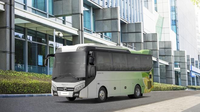 Truong Hai ra mat xe bus the he moi Thaco Garden 79s hinh anh