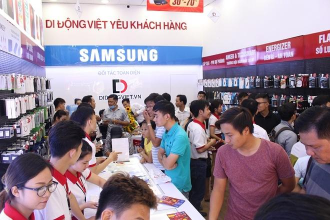 iPhone XS, XS Max ra mat, iPhone cu dat hang tai Di Dong Viet hinh anh 3