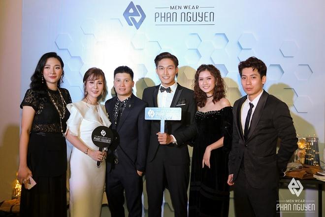 Dan sao Viet hoi ngo trong Phan Nguyen Fashion Show hinh anh 3
