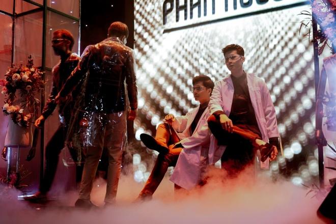 Dan sao Viet hoi ngo trong Phan Nguyen Fashion Show hinh anh 5