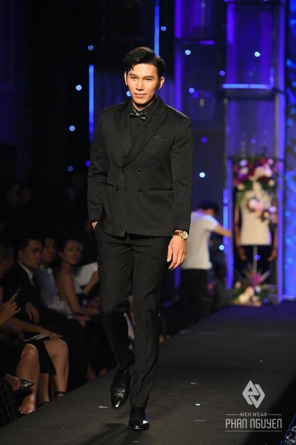 Dan sao Viet hoi ngo trong Phan Nguyen Fashion Show hinh anh 7