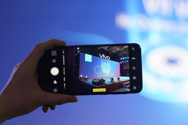 Vivo dua cong nghe AI vao smartphone V11, V11i hinh anh 2