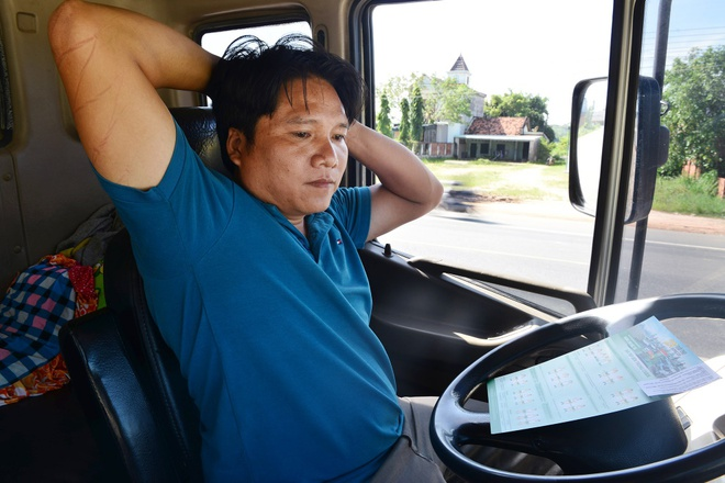 Tai xe Binh Thuan, Long An hao hung thuc hien bai tap suc khoe hinh anh
