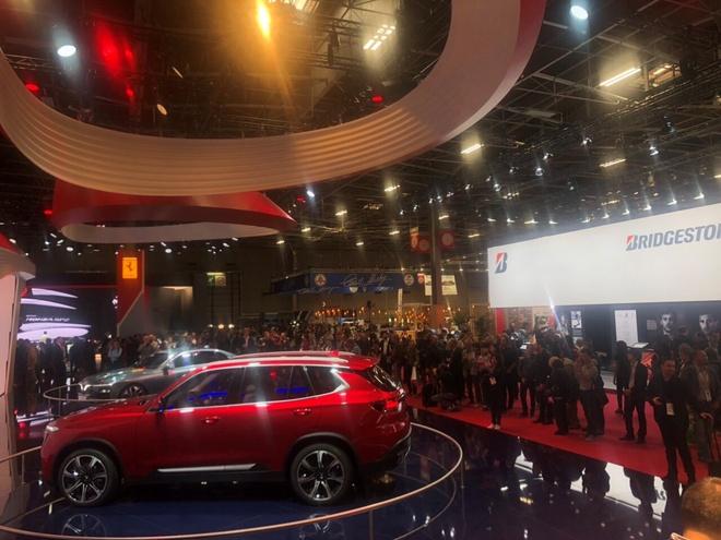 Video - Xe VinFast tiep tuc thu hut chu y o Paris MotorShow 2018 hinh anh