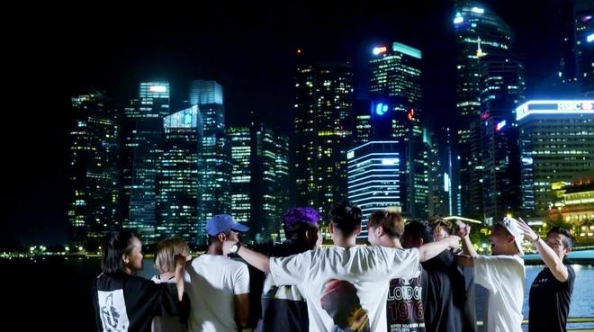Only C dua khan gia Viet di khap Singapore qua MV 'Di di chan cho chi' hinh anh 4