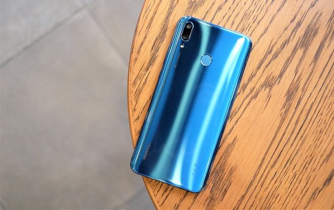 Anh thuc te Huawei Y9 2019 - smartphone 4 camera A.I, pin 4.000 mAh hinh anh