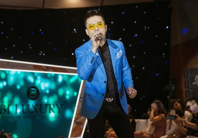 Tuan Hung tai xuat tai show dien thoi trang 'Fashion & Beyond' hinh anh