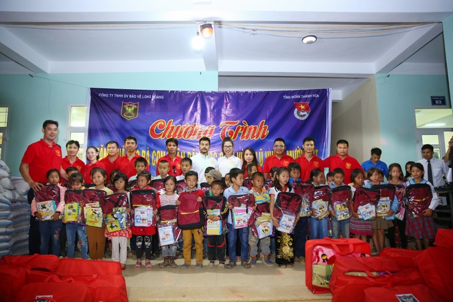 Cong ty Long Hoang trao qua tri gia 500 trieu cho nguoi dan Muong Lat hinh anh 1