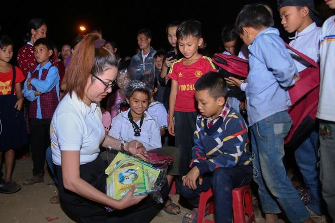 Cong ty Long Hoang trao qua tri gia 500 trieu cho nguoi dan Muong Lat hinh anh 2