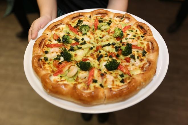 Thuong thuc pizza hai san chuan Italy tai Viet Nam hinh anh