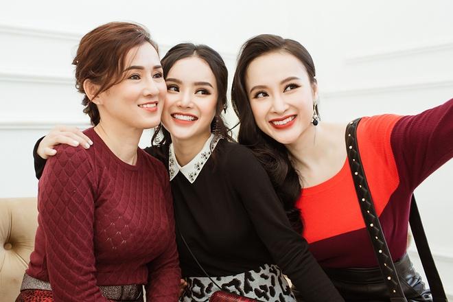 Angela Phuong Trinh dien do ton sur ton voi me va em gai hinh anh