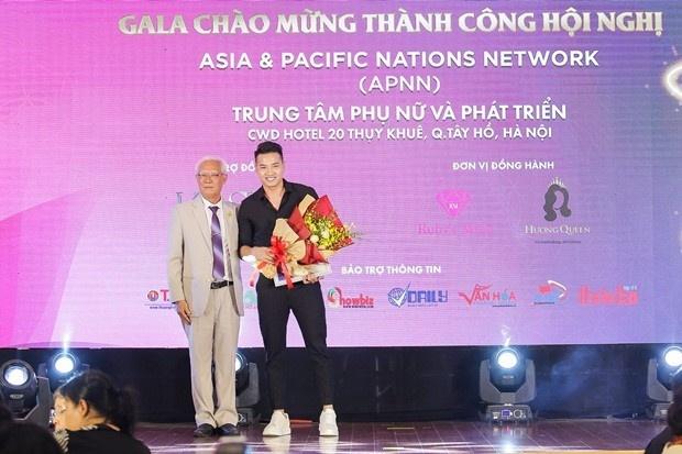 Kosxu dong hanh voi su kien 'Sen vang dat Viet' hinh anh
