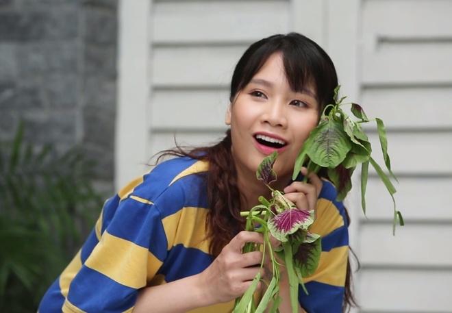 Vlogger Thanh Tran hoa co nang me trai trong 'Ai moi la ba chu' mua 2 hinh anh