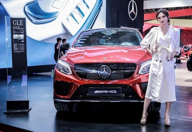 Mercedes o VMS 2018: Gian hang 1.000 m2, nhieu xe dang cap, gia tot hinh anh