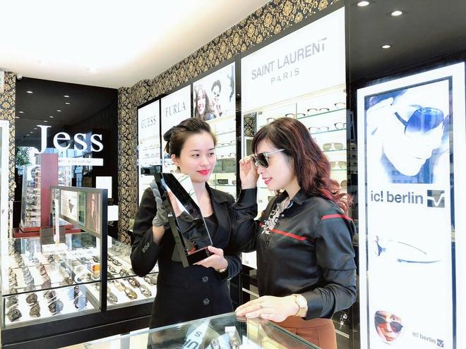 Mua mot tang mot tai Jess Luxury Eyewear 311 Giang Vo hinh anh 3