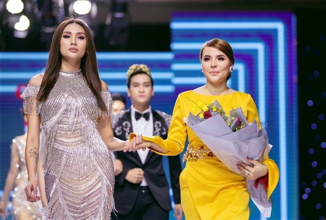 Võ Hoàng Yến tỏa sáng với đầm dạ hội của NTK Mai Phương Trang