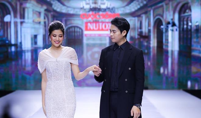 Vo Hoang Yen toa sang voi dam da hoi cua NTK Mai Phuong Trang hinh anh 5