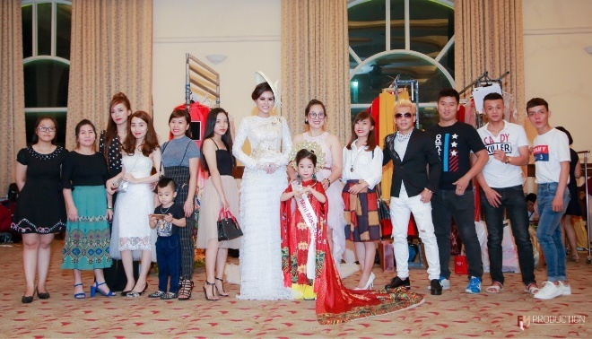 Hoa hau Dy Kha Han 'thoi hon' vao BST cua NTK Ta Linh Nhan hinh anh 2