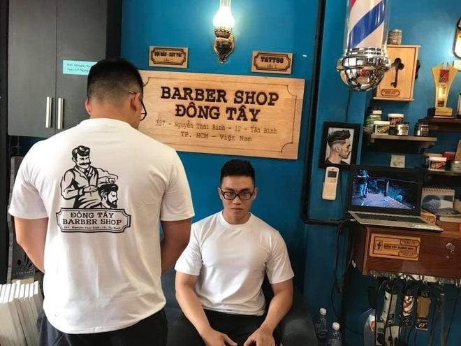 Dong Tay Barbershop cat toc mien phi cho nguoi lao dong ngheo hinh anh