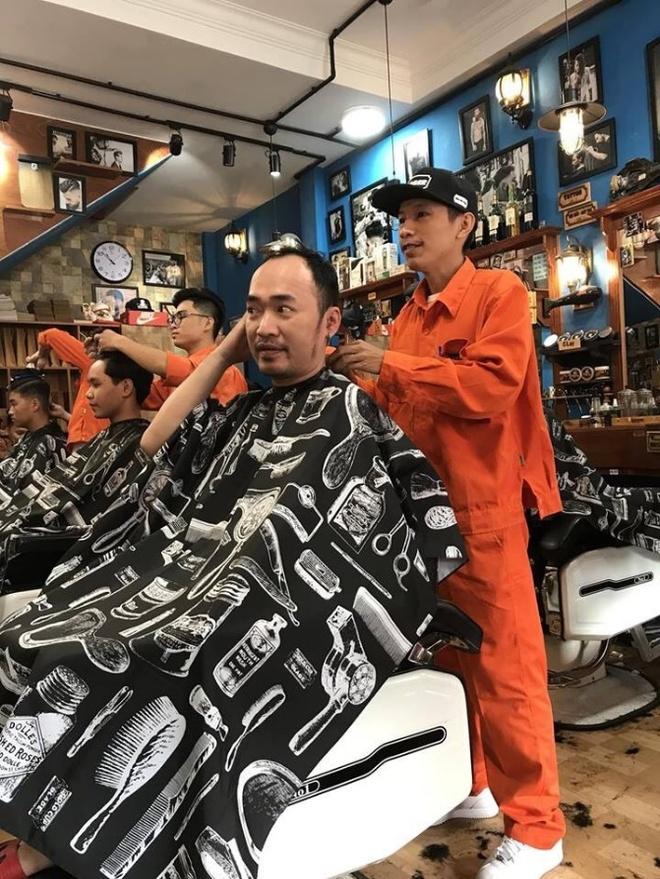 Dong Tay Barbershop cat toc mien phi cho nguoi lao dong ngheo hinh anh 3