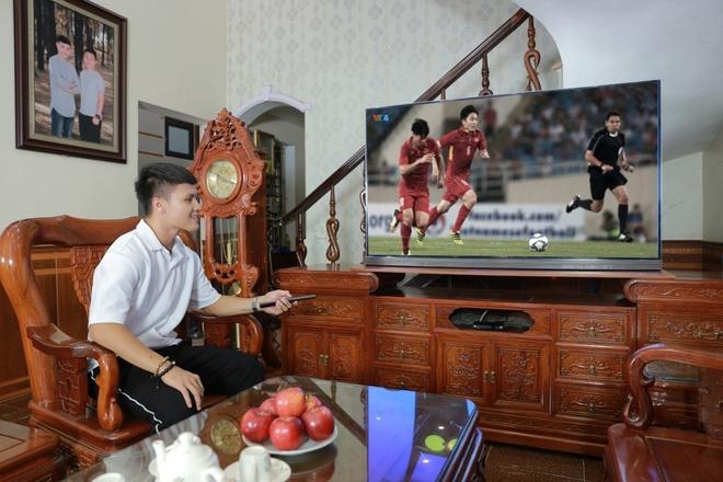 Quang Hải bật mí 'bạn' đồng hành khi xem bóng đá