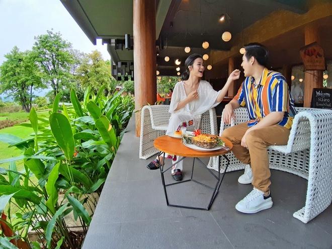 Dong Nhi - Ong Cao Thang lang man trong bo anh tren dat Thai hinh anh