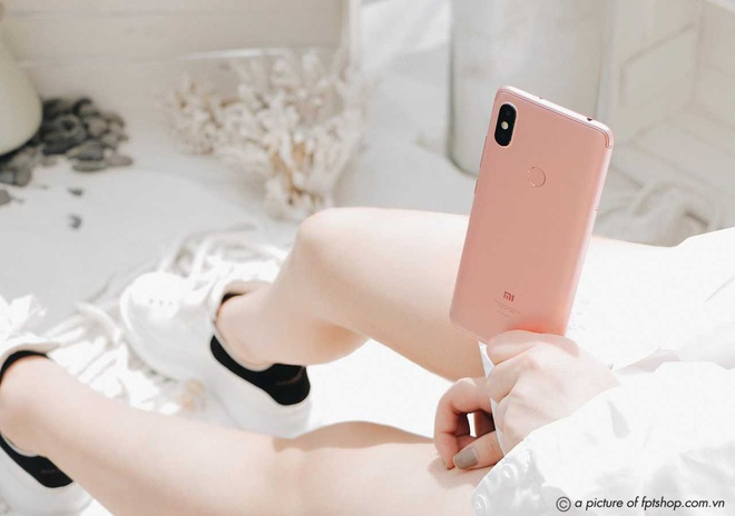 Tháng 11 này, FPT Shop giảm đến 500.000 đồng và tặng thêm quà trị giá đến 499.000 đồng khi mua bộ 3 Xiaomi Redmi S2, Mi A2 Lite, Mi 8 Lite.