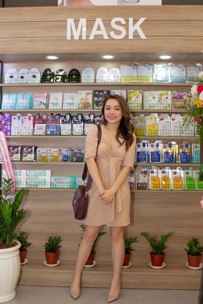 Trinh Pham, Linh Chi du su kien ra mat mo hinh lam dep moi hinh anh 1