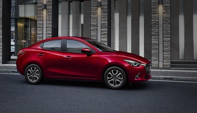 Mazda2 New sap ra mat them phien ban, tang tien nghi cho nguoi dung hinh anh