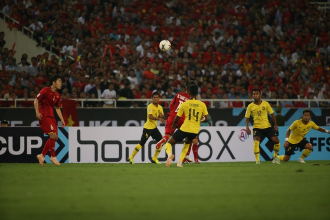 Viet Nam 2 - 0 Malaysia: Chien thang cua loi choi phong ngu chu dong hinh anh