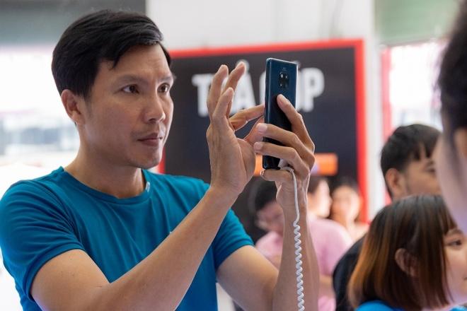 Huawei Mate 20 Pro nhan 7.000 don hang sau 10 ngay mo ban hinh anh