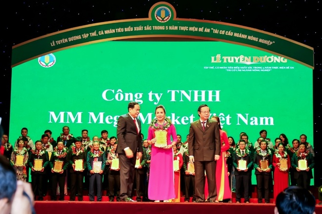 MM Mega Market Viet Nam nhan danh hieu 'Doanh nghiep vi nha nong' hinh anh