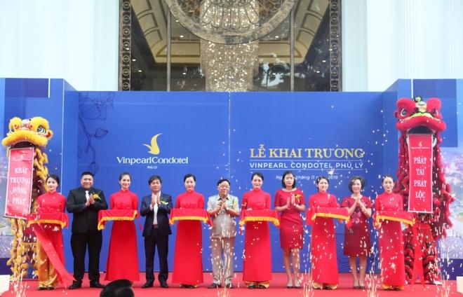 Khai truong khach san can ho 5 sao Vinpearl Condotel Phu Ly hinh anh 1