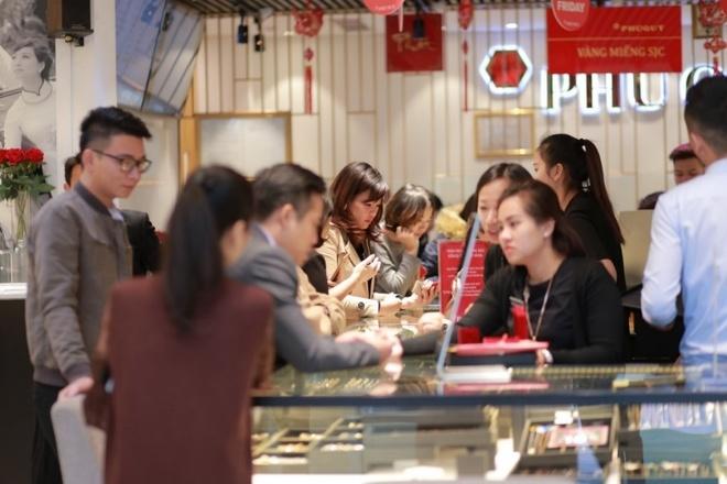Tap doan Phu Quy giam gia den 40% dip Black Friday 2018 hinh anh 2