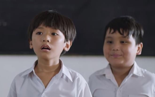 Video - Nhung cam xuc cua con tre khi bi om hinh anh