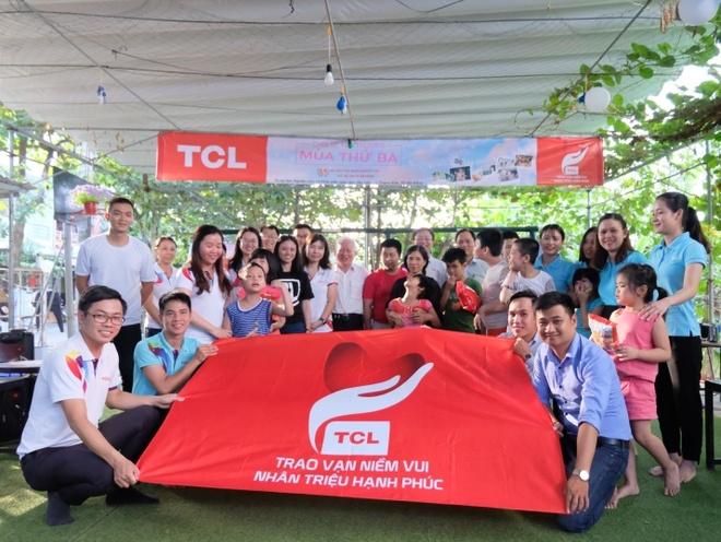 TCL tang TV cho don vi giao duc dac biet nhan dip 20/11 hinh anh 3