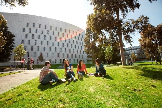 Nhiều suất học bổng 10-100% cho sinh viên quốc tế tại ĐH Deakin