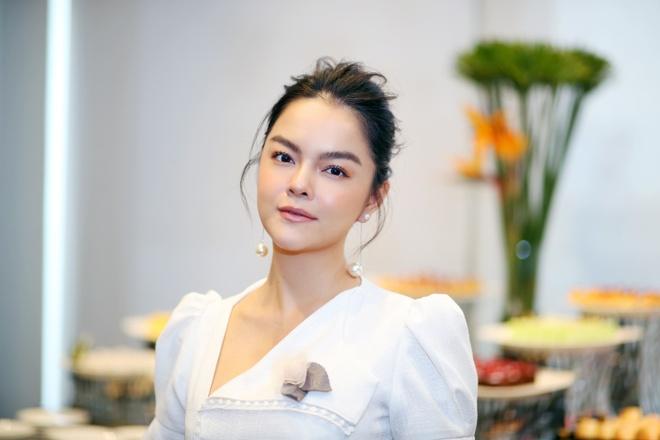 Pham Quynh Anh ra MV 'Cay xuong rong manh me' danh tang con gai hinh anh 2