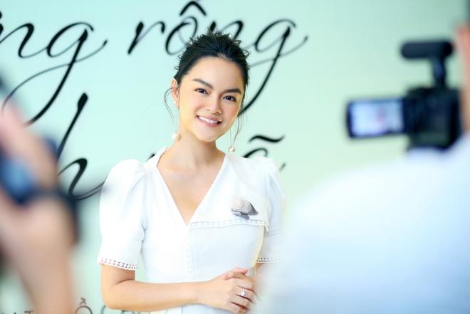 Pham Quynh Anh ra MV 'Cay xuong rong manh me' danh tang con gai hinh anh 3