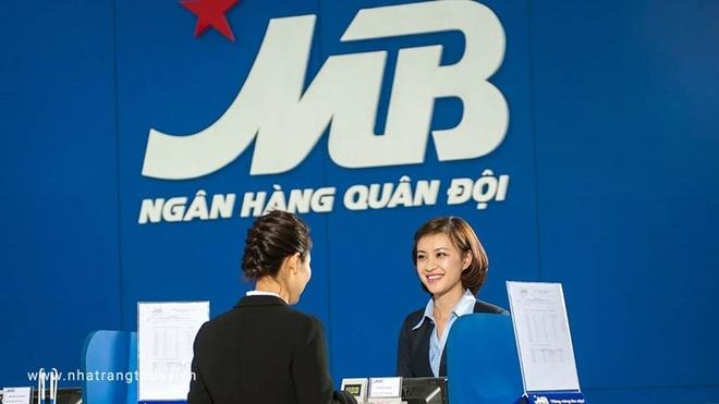 MB Bank nhan 2 giai thuong tai Dien dan Ngan hang ban le 2018 hinh anh