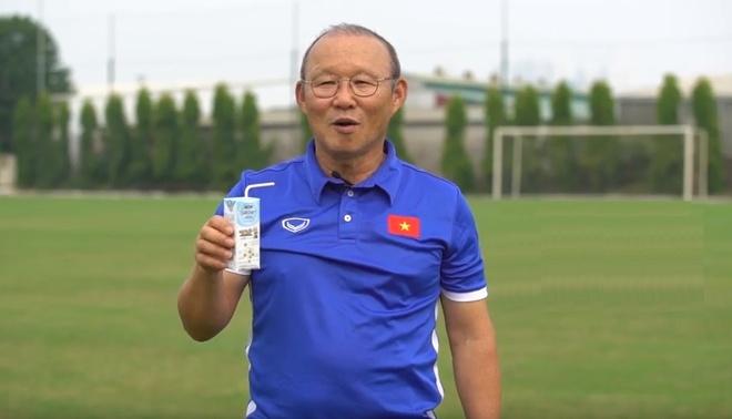 Video - HLV Park Hang-seo lam dai su thuong hieu VPMilk hinh anh