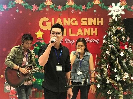 Trung tam bach hoa AEON don Giang sinh voi le hoi 'Season of Giving' hinh anh 4