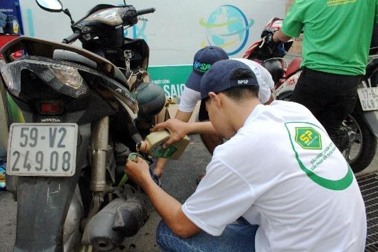 AP Saigon Petro to chuc chuong trinh thay nhot mien phi hinh anh 2