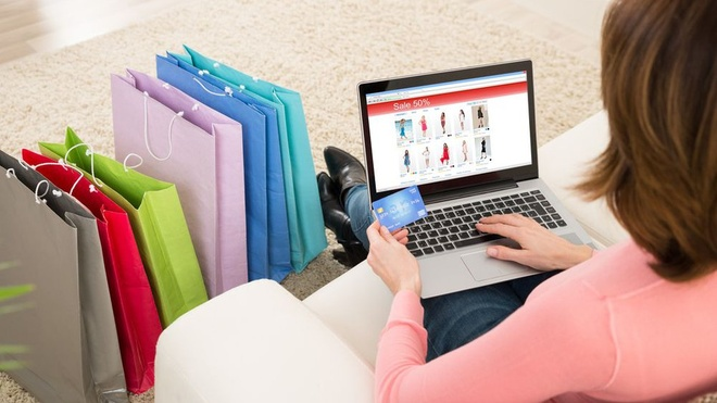 """Sau những lệnh giãn cách xã hội và đợt bùng dịch trong nước, người tiêu dùng Việt có xu hướng """"dịch chuyển"""" sang hình thức mua sắm online"""
